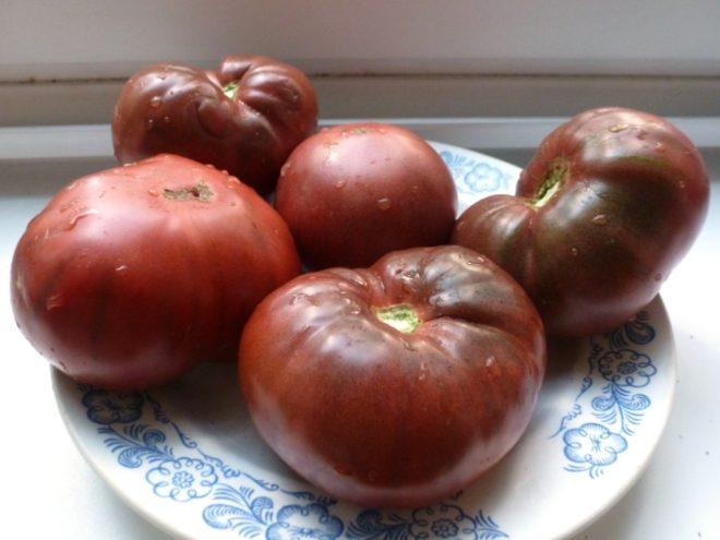 """Вкус и внешний вид томата """"Крымский черный"""" необычны"""