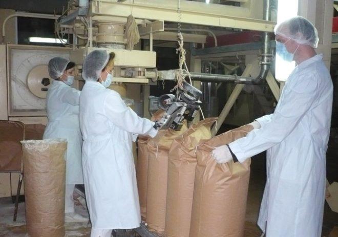 Сухое молоко продается в удобной упаковке