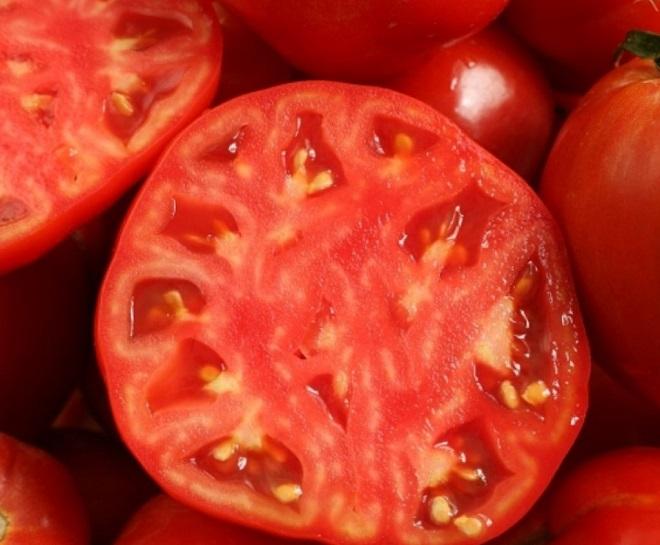В этом сорте сочетаются все достоинства томатов