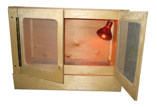 Лампа накаливания в брудере используется для обогрева