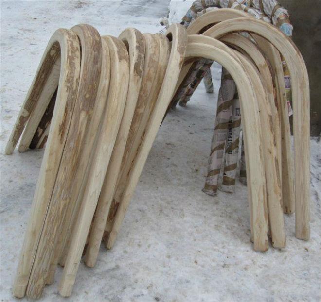 Дуга для лошади изготавливается из прочного дерева
