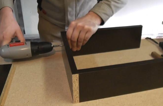 Доски надо распилить на равные части и соединить между собой